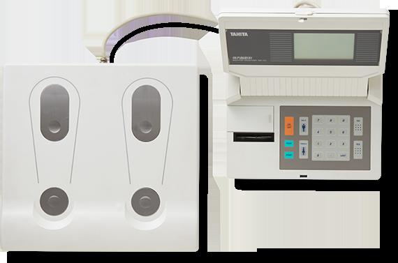 """实现了站上去即可测量人体脂肪。除了体重指标,用来确认肥胖程度的""""体脂率""""新指标诞生。"""